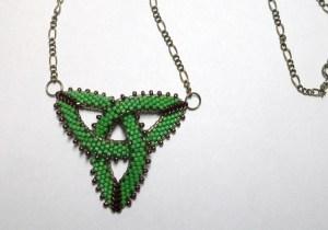 01904 hanger celtic trefoil matte green ab metalic bronze delicas detail