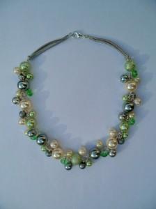 02189 parelketting ivoor grijs pastelgroen acryl en glasparels