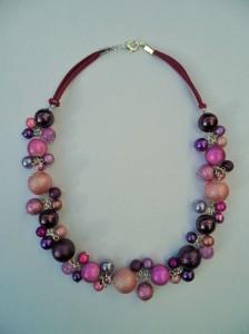 02192 parelketting roze aubegine paars acryl en glasparels