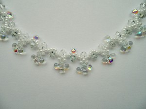02237 ketting white tears preciosa lagoon en crystal bicones miyuki ceylon white pearl detail