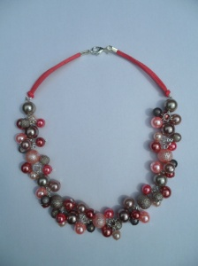 02279 parelketting roze roestbruin taupe glas en acryl parels