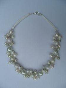 02280 parelketting wit en creme glas en acryl parels
