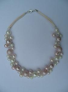 02283 parelketting roze ivoor glas en acryl parels