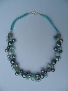 02285 parelketting aqua en grijs glas en acryl parels