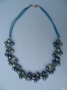 02289 parelketting grijs en blauw glas en acryl parels