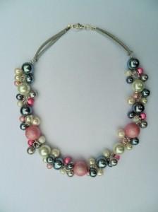 02290 parelketting rose grijs wit glas en acrylparels